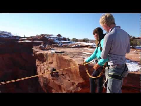 Boyfriend pushes Girlfriend off cliff - Insane Rope Swing