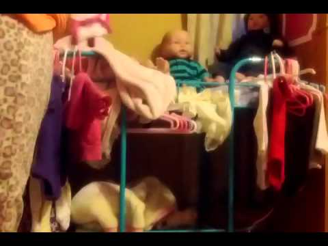 Hanging up the baby's clothes ( time lapse)