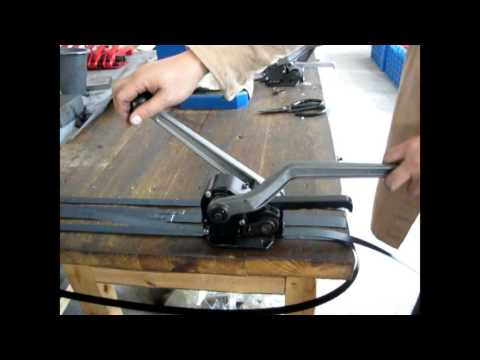 Steel strapping tool with seal-less combination sealer and cutter