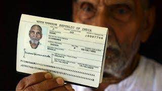 Мужчина показал паспорт в аэропорту и ошеломил всех, никто не мог поверить в то, что там указано!