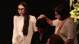 Emotional Karishma Kapoor At Shashi Kapoor