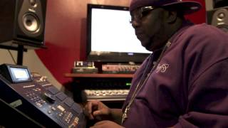 Infamous Mobb/Wu-Tang Producer makes a sampled beat on the MPC!