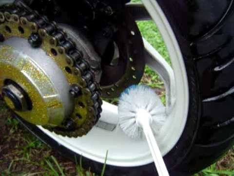 HOW TO LUBE THE CHAIN AND CLEAN YOUR MOTORCYCLE REAR TIRE IN 5 MINUTES