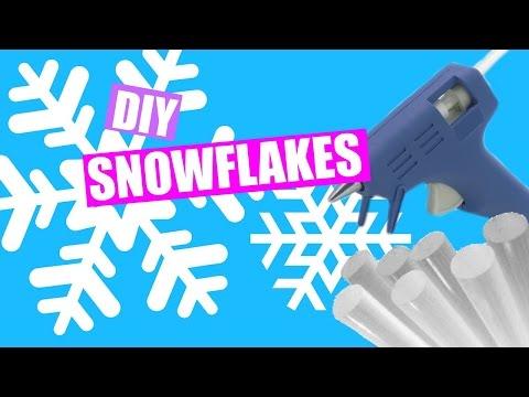 DIY Snowflake Window/Door Decals | DIY Holiday Room Decor + Giveaway (Closed)
