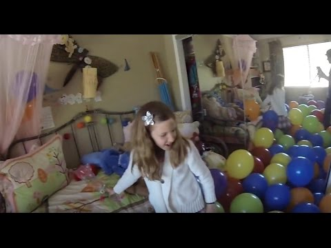 Giant Balloon Prank On Sister! (Prank Wars)