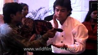 Young Aamir Khan on sets of Raja Hindustani - Dharmesh Darshan