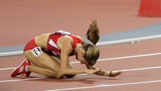 Us Runner Morgan Uceny Falls During 1500 Meter Final 81012