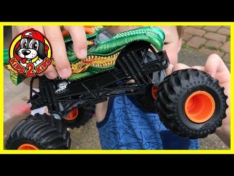 Hot Wheels Ultimate Monster Jam Racing - How To Fix A Broken Monster Truck