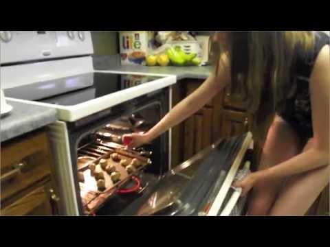 TUTORIAL: HOW TO MAKE PILLSBURY COOKIES!!