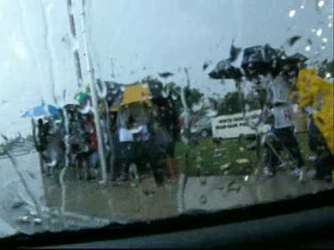 FL voters wait 4 hours in the rain for early voting