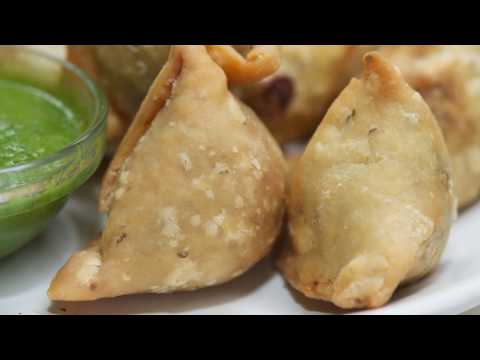 Samosa recipe in Hindi / घर पर खस्ता समोसे बनाये / Punjabi Samosa / How to make samosa at home /AVNI