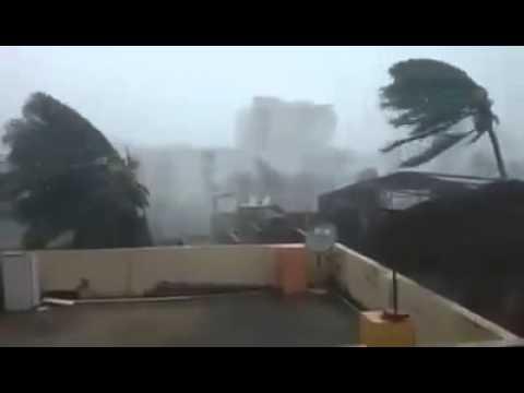 Cyclone Hudhud pounds India's Andhra Pradesh and Orissa