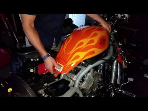Harley V-rod - How to remove change or jump start battery