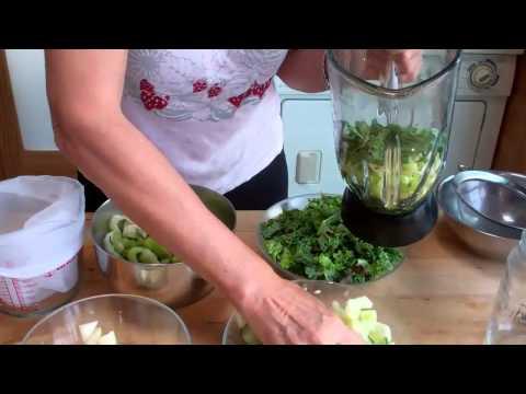 Make  Vegetable Juice  In a Blender