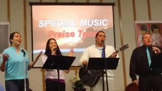 "Glorieta worship team sings ""Break Every Chain"""