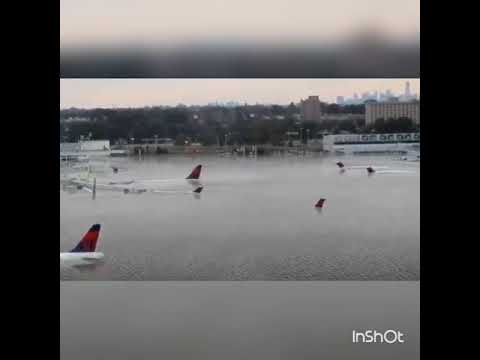 Houston Intercontinental Airport  cancelled flights (Hurricane Harvey)