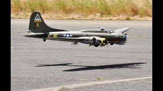 Rc Boeing B-17 & Junkers Ju-88 Tail Chase At Raf Tibenham Fly-in - 2018