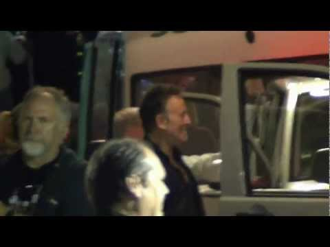 Bruce Springsteen Backstage in Vienna after the concert 12.07.2012 Teil2