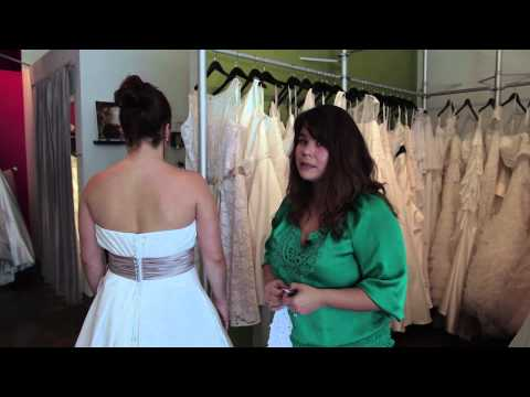 How to Hide Back Fat With Plus-Size Bridal Gowns : Bridal Fashion Tips