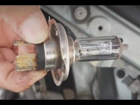 Toyota RAV4 2003: How to Replace Headlight