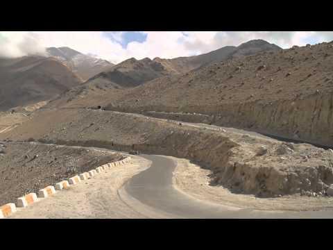 F1 - Red Bull Racing - Show Car Run at Khardung-La (Long version)