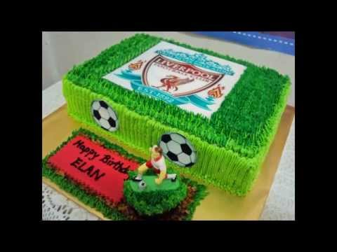 Soccer Field Cakes by thefoodventure.com