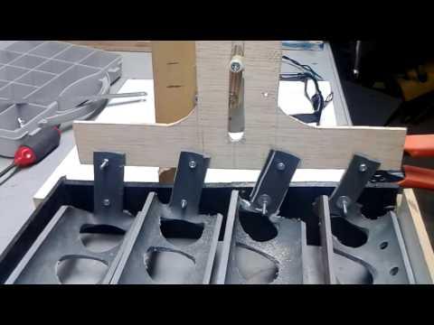Γυρισμα αυγων στην κλωσσομηχανη.Incubator egg turner.