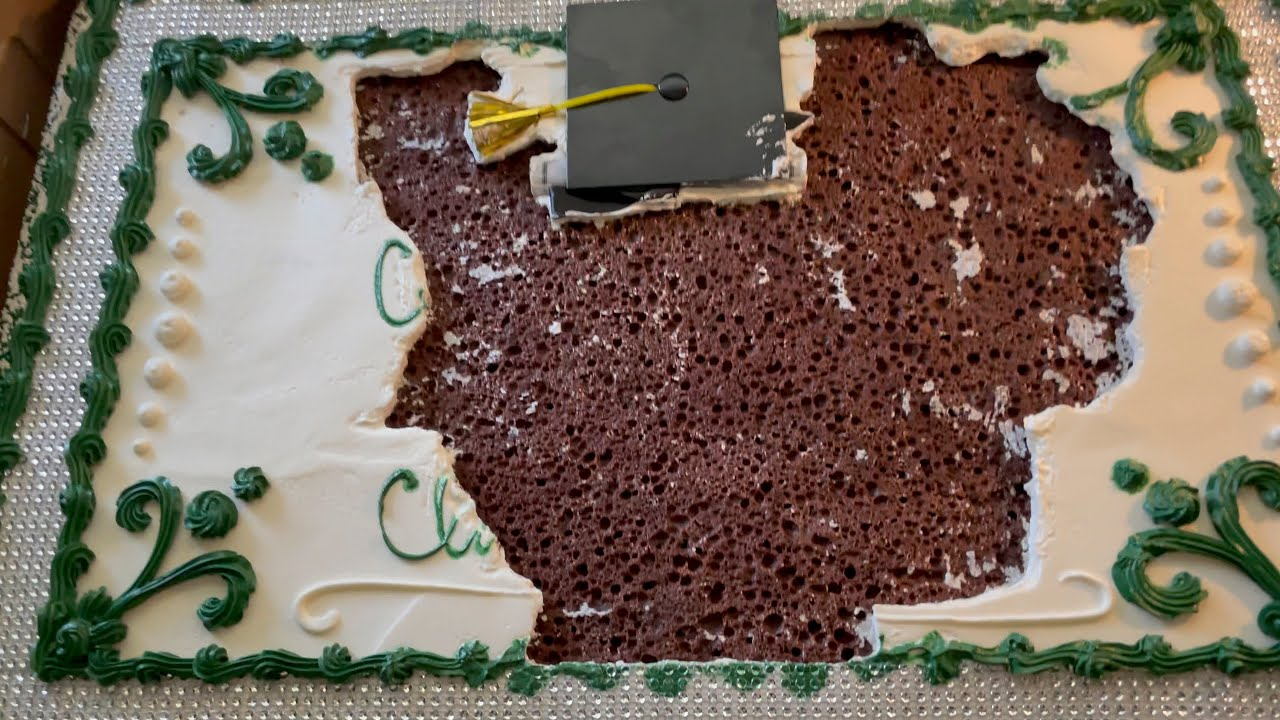a Cat sat on this Cake! Let's fix it!