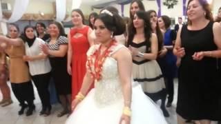 تحدي رقص في عرس تركي بين النساء والرجال