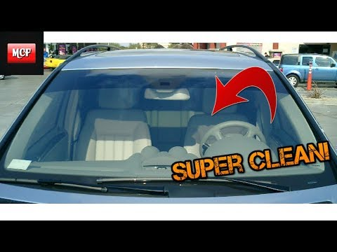 How To Professionally Clean Your Car's Windshield and Wiper Blades