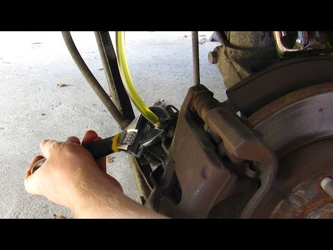 Simple how-to: Change brake fluid & bleed brakes on your car