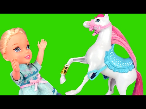 Horse Riding ! Elsa & Anna toddlers - Horse Stable