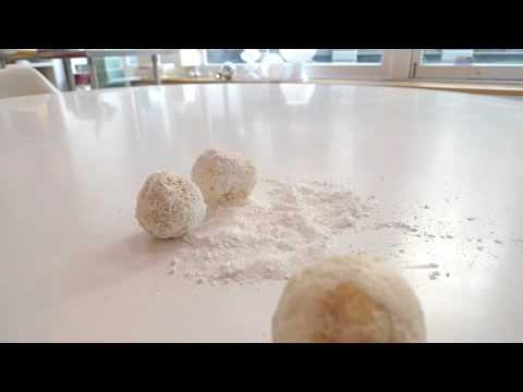 How to make a Cake Ball Snowman