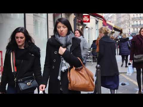 Forty plus fabulous Parisians with a youthful look. French women fashion style.