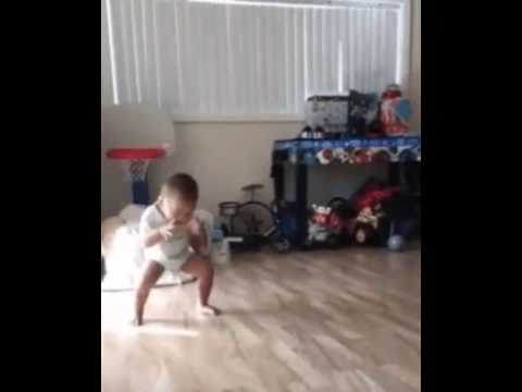 funny: Baby weight lifting