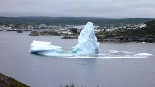 Iceberg collapsing - Glacier s