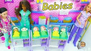 Baby Secrets At Barbie Hospital - Surprise Bath Tub Blind Bag Babies with Color Changing Diaper