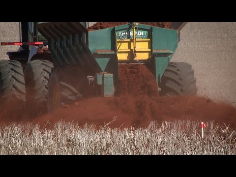 GCTV19: Clay spreading research uncovers keys to improvement of sandy soil.