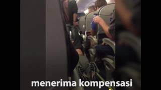 Penumpang United Airlines Dipaksa Keluar Pesawat