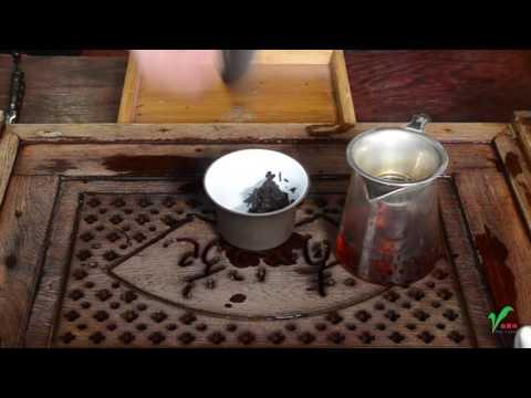 How to Properly Loosen and Brew Pu-erh Tea Cake?