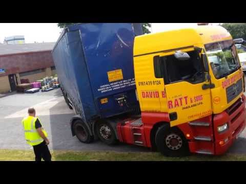 Lorry driver turn fail.