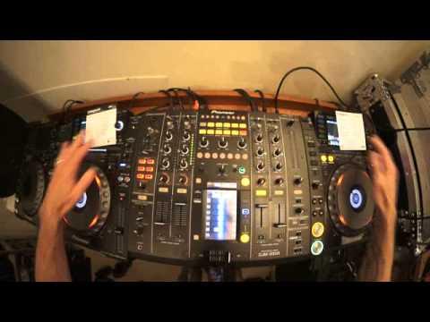 EDM MIXING LESSON FOR THE BEGINNER DJ BY ELLASKINS THE DJ TUTOR