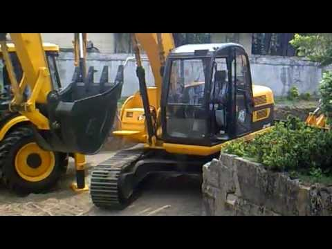 ✔ How to Drive and Operate a JCB Tracked Excavator Machine.