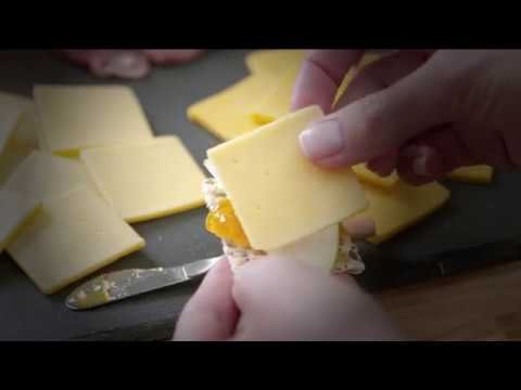 CRACKER BARREL Gouda and Extra Sharp Cheddar Pairing Board