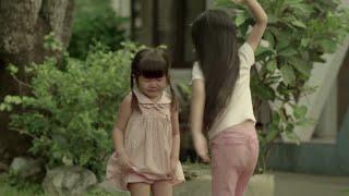 رفعت هذه الطفلة يدها على اختها الصغيرة .. و عندما خرجت الأم على صوت البكاء .. حدثت المفاجئة !!