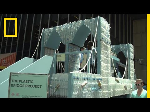 See the Brooklyn Bridge Model Made From 25,000 Plastic Bottles   National Geographic