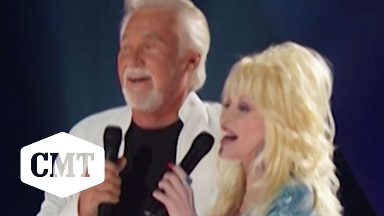 "Dolly Parton & Kenny Rogers Perform ""Islands In The Stream"" Live 
