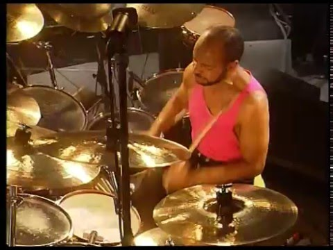 Phil Collins - Inside Out (live 1990) - Chester Thompson drum cam