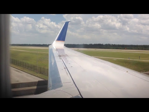 United Airlines 737-800 Landing Houston Intercontinental (IAH)
