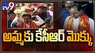 KCR offers special prayers at Ujjaini Mahankali temple || Bonalu festival - TV9